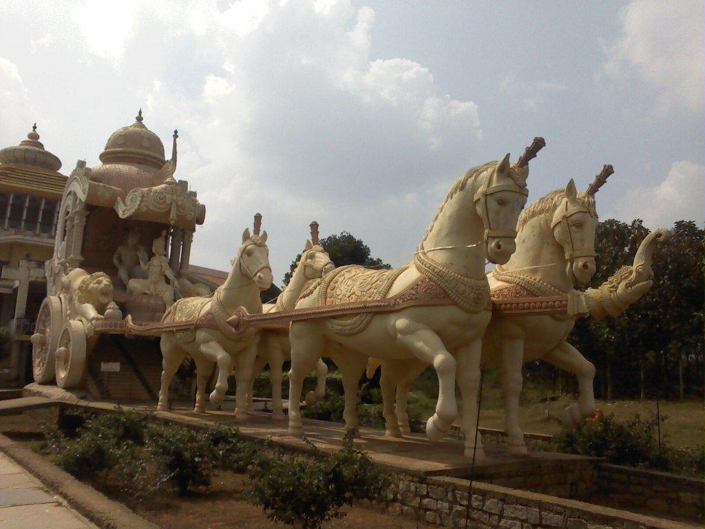 Visha Shanti Chariot with Lord Krishna and Arjun
