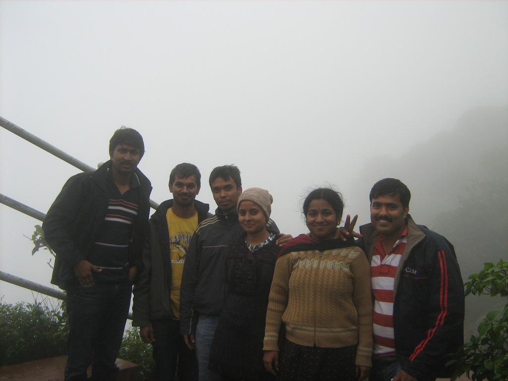 Group photograph on the way to Manikya Dhara Falls