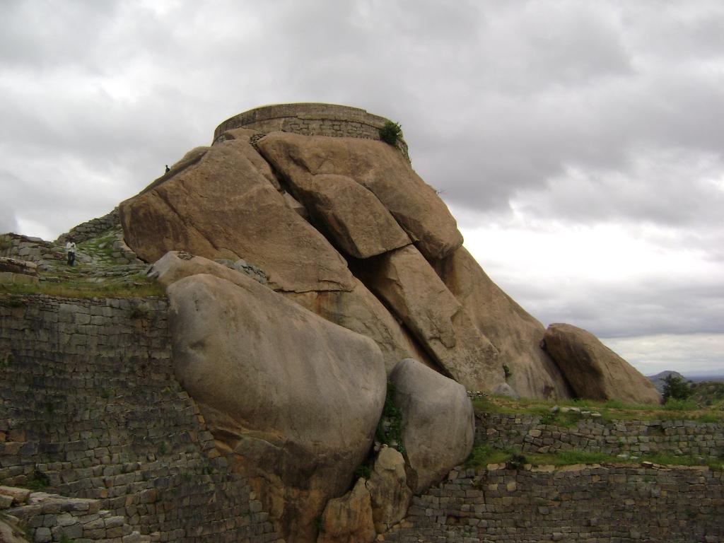 Madhugiri Fort Mantap